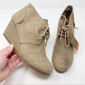 NWT Route 66 Women's Tadi Ankle Bootie Wedge Taupe